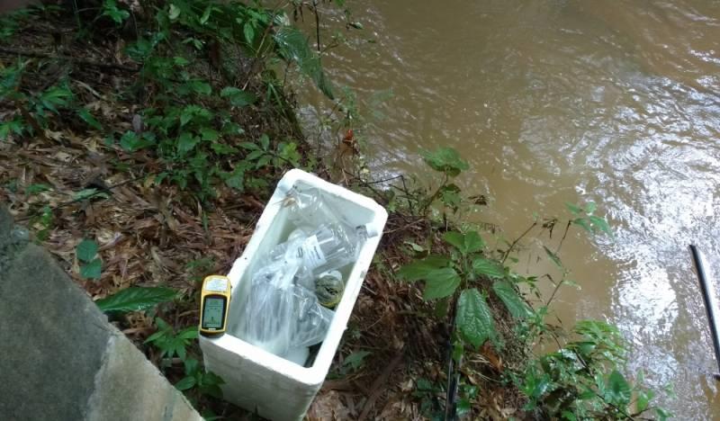 Coleta de água para Análise Físico Química Brás - Coleta de água de Rio