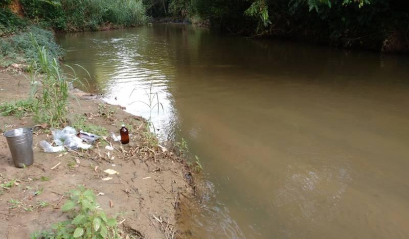 Laboratório de Controle de Qualidade da água Mogi das Cruzes - Coleta de água de Rio para Análise